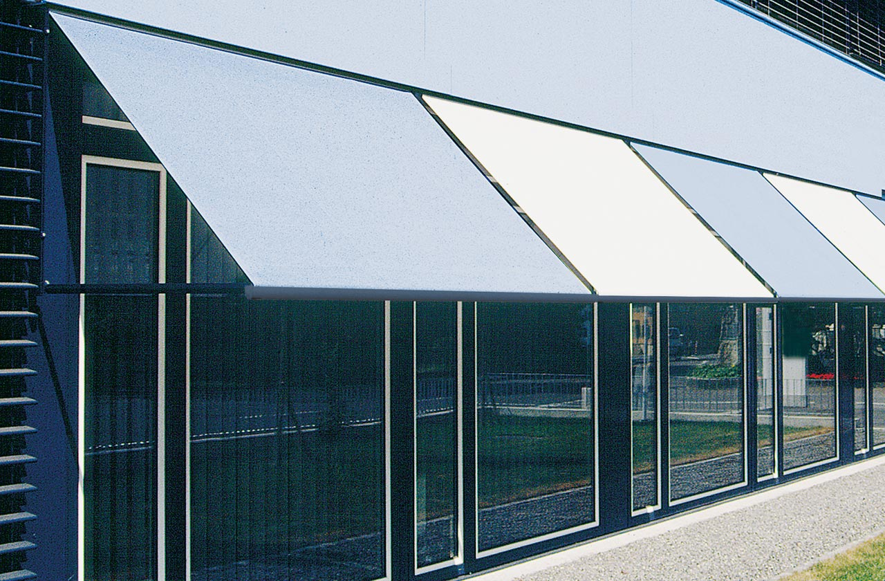 Drop arm awnings & window awnings - METRO S3110 | Sun Protection and Weather Protection with STOBAG